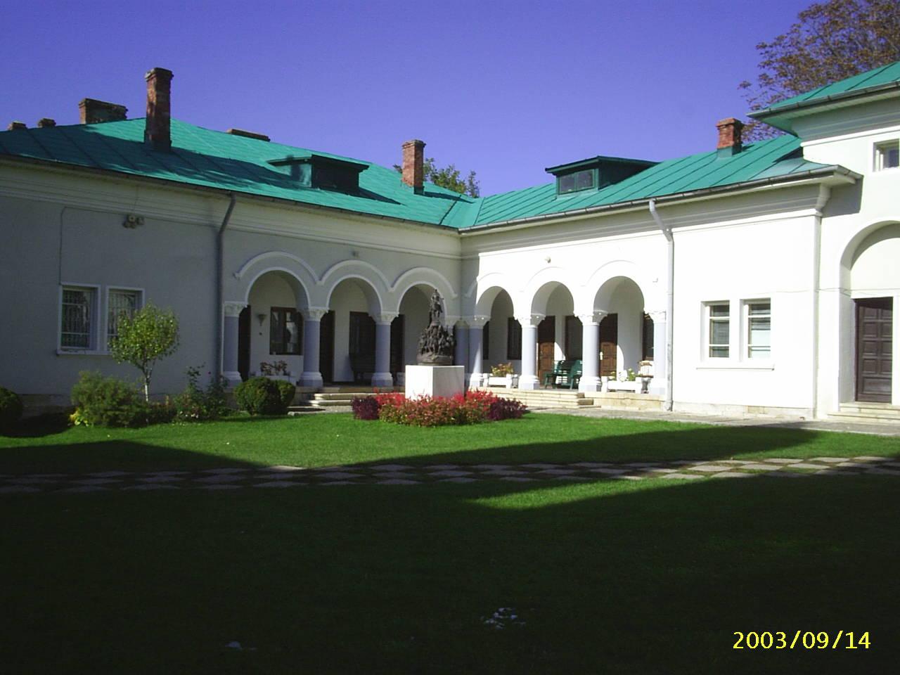 Curtea interioara a Manastirii Dealu